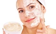 Рецепты скрабов против шелушения на лице