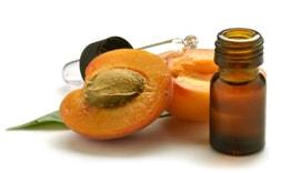 Абрикосовое масло предотвращает сухость и шелушение кожи
